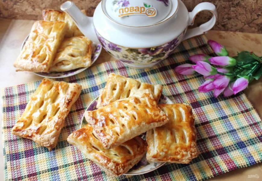 13. Фруктовые пирожки готовы. Подавайте к чаю, кофе.