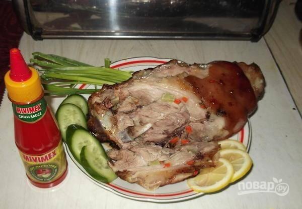 Затем готовьте свиную рульку ещё 10 минут без фольги. Всё готово! Приятного аппетита!