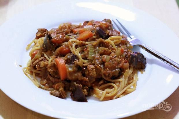 Подавайте соус со спагетти. Приятного аппетита!