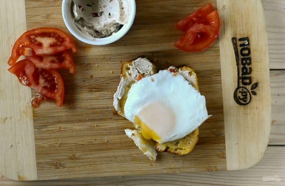Подавать кукурузный хлеб с ароматным маслом советую с яичницей, получается очень вкусно! Кушайте с удовольствием!