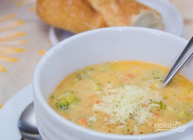 Соедините обе массы для супа и прогрейте вместе. Подавайте к столу.