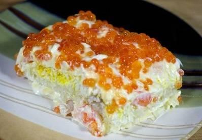 17. Подавайте салат королевский на стол прямо в салатнице или порционно. Приятного аппетита!