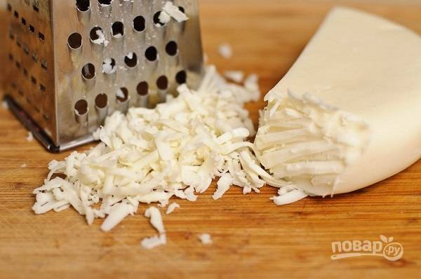 11. На терке натрите сыр.