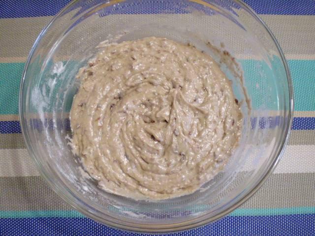 4. Тесто для коврижки готово. Оно должно получится тягучее, липкое, густое.