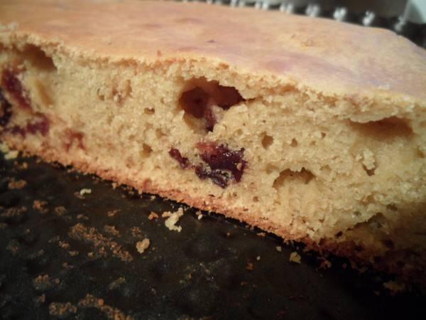 4. Даем пирогу немного остыть, после чего извлекаем его из формы, нарезаем и подаем к столу.