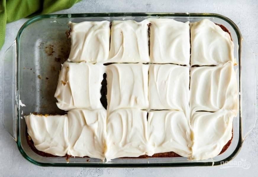 5.Отправьте торт в холодильник на 30 минут, а затем достаньте и нарежьте кусочками.