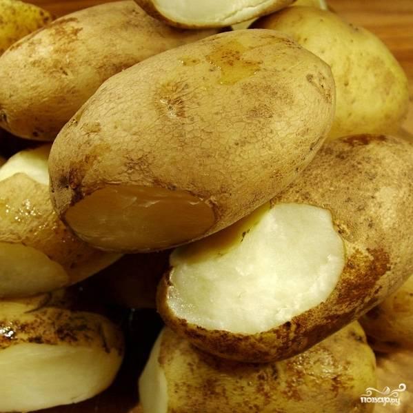 Варим до полной готовности картофеля. Время варки зависит от величины клубней, в среднем - около 40 минут.