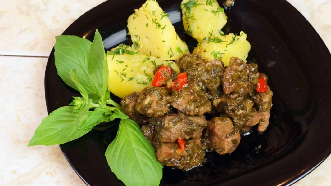 Чакапули (мясо в зелени и вине)