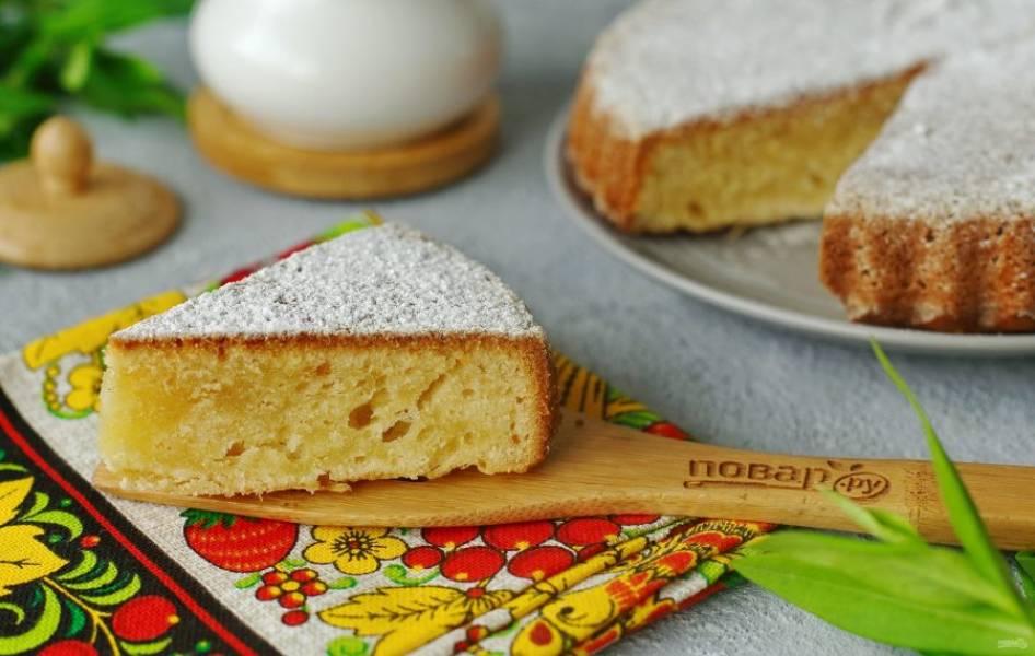 Перед подачей пирог можно посыпать сахарной пудрой. Приятного аппетита!