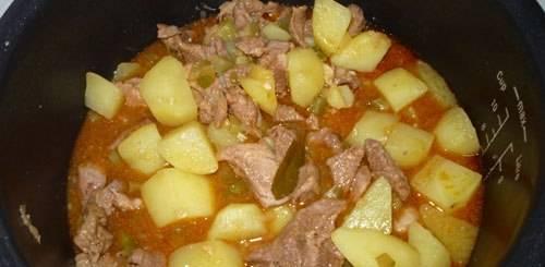 """5. Ждем окончания установленного времени, и, если картофель еще не готов, выставим тот же режим """"тушение"""" еще на 20 минут"""