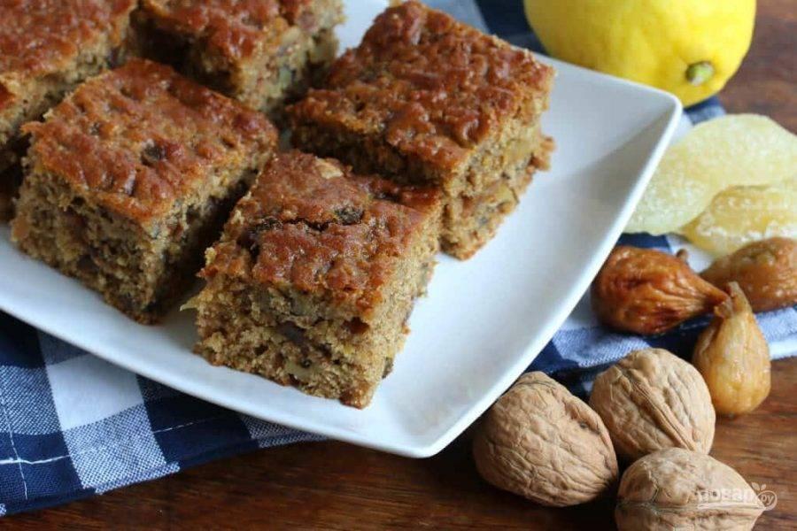 10.Нарежьте пирог кусочками и подавайте к столу, можно еще теплым или уже после остывания.