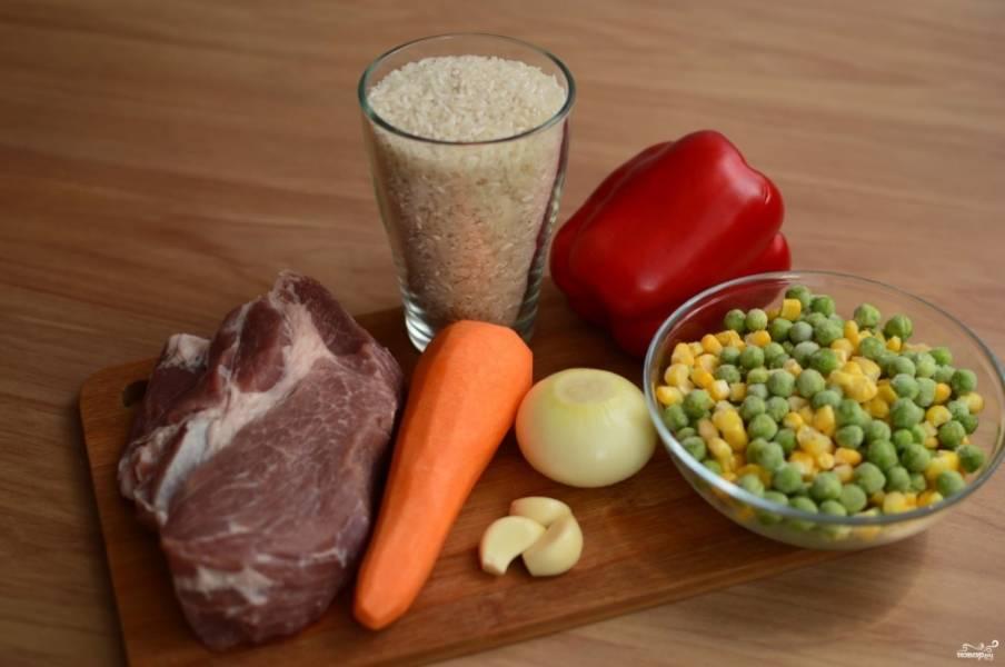 Подготовьте все необходимые ингредиенты. Горошек и кукуруза у меня замороженные, размораживать их не стоит предварительно.