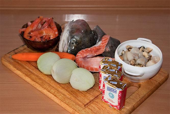 Подготовьте все необходимые ингредиенты. Овощи промойте и очистите.