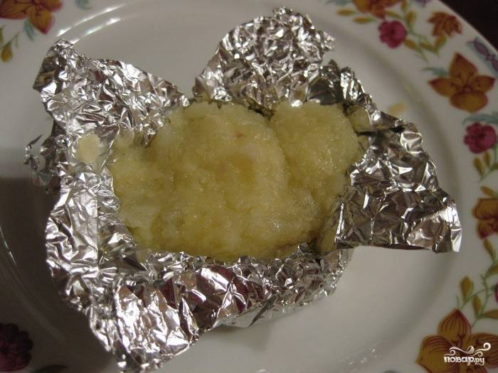 Наполнить получившейся массой картофельные клубни.