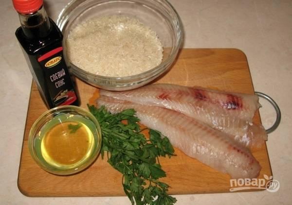 1. Для приготовления соуса понадобится всего 2 ингредиента. А в качестве гарнира к рыбке идеально подойдет отварной рис.