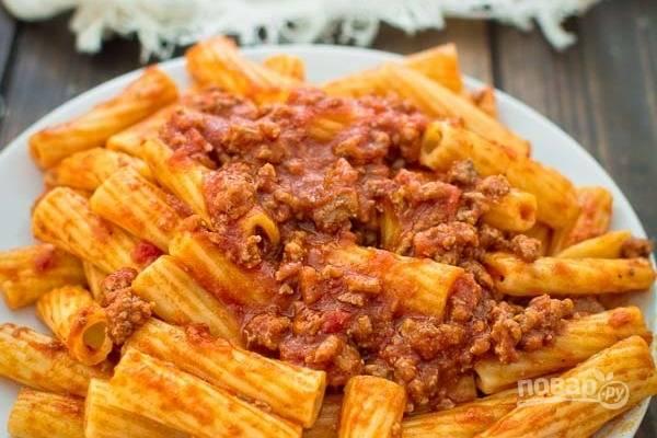 Посыпьте пармезаном. Ваш итальянский ужин готов. Наслаждайтесь!
