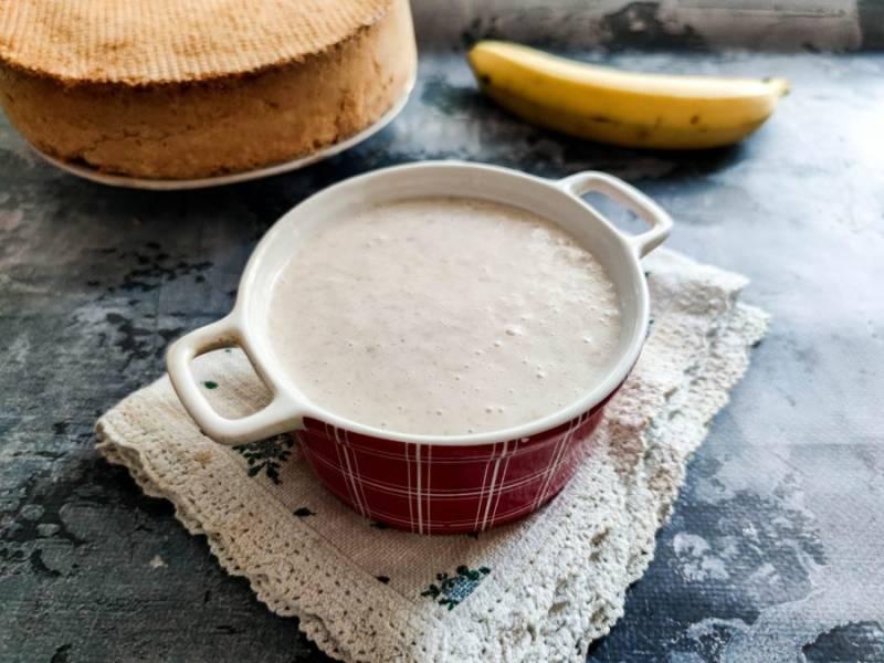 Банановый крем для бисквитного торта готов.