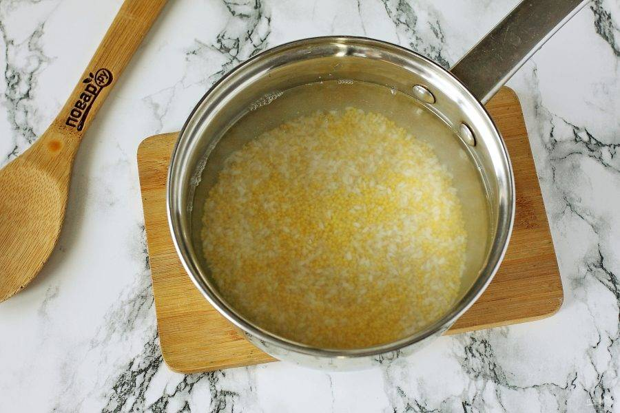 Добавьте воду и поставьте на плиту.