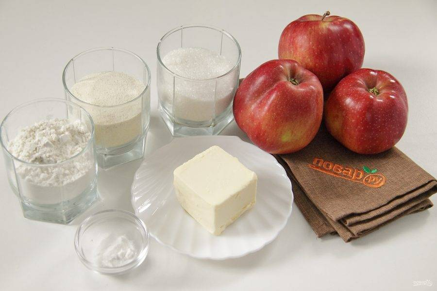 Подготовьте все ингредиенты. Сливочное масло заранее уберите в морозильную камеру, оно должно быть хорошо заморожено.