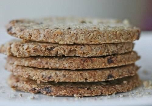 8. Вот такой простой рецепт диетических хлебцов. Это очень вкусная и полезная альтернатива хлебу.