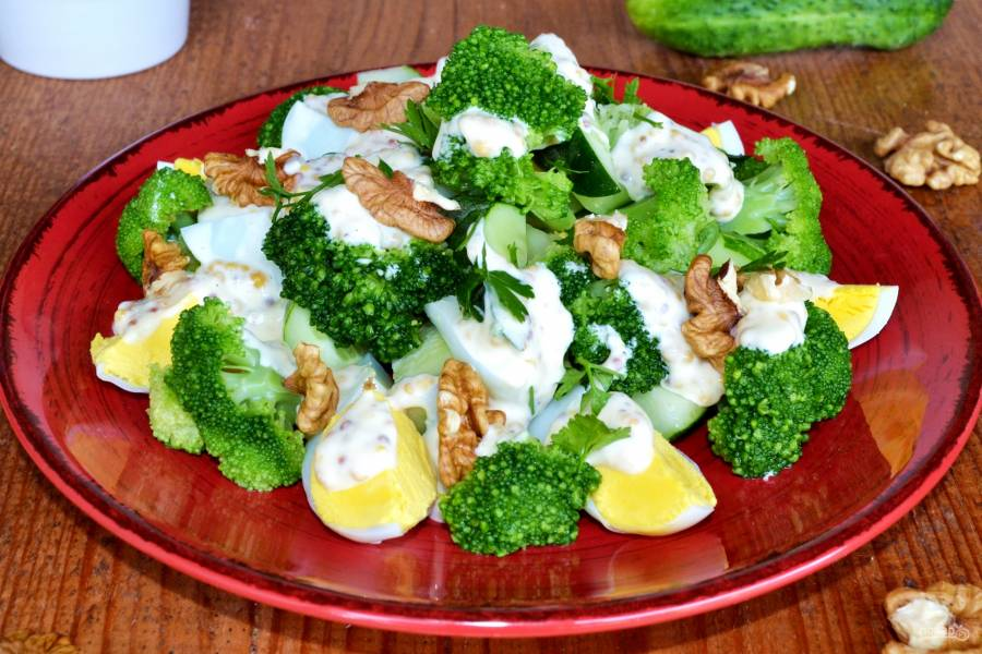 Салат из брокколи и огурцов