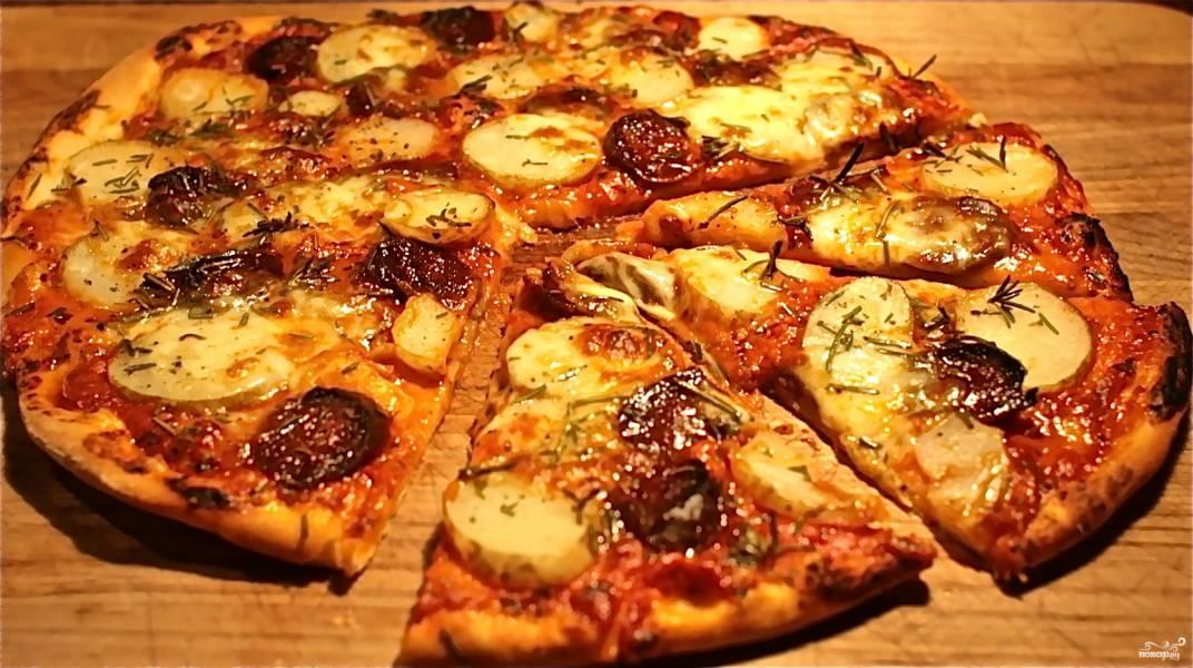Пицца с картошкой и колбасой