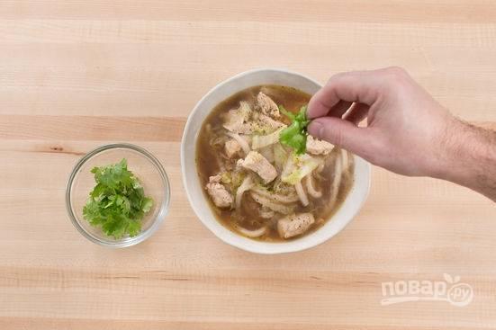 5. Варите еще минут 5-7 до готовности. Перед подачей в тарелку добавьте немного свежей петрушки.  Приятного аппетита!