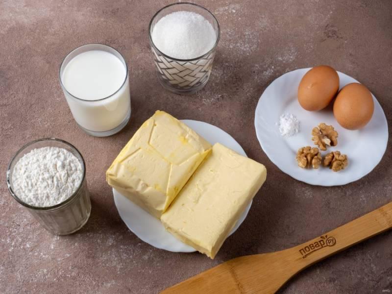 Приготовьте все необходимые ингредиенты. Маргарин для теста нужен охлажденный из холодильника. Сливочное масло для крема должно быть комнатной температуры.