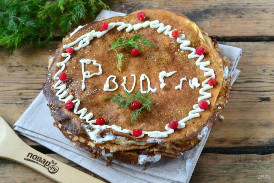 Украсьте торт по своему усмотрению. Дайте ему пропитаться в течение часа — и можете подавать к столу. Кушайте с удовольствием!