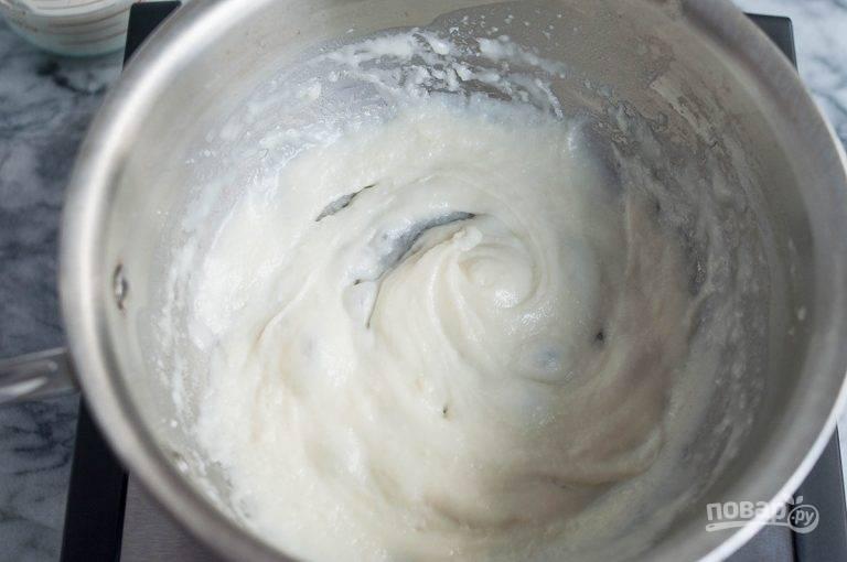 7.Влейте оставшееся молоко в сковороду.