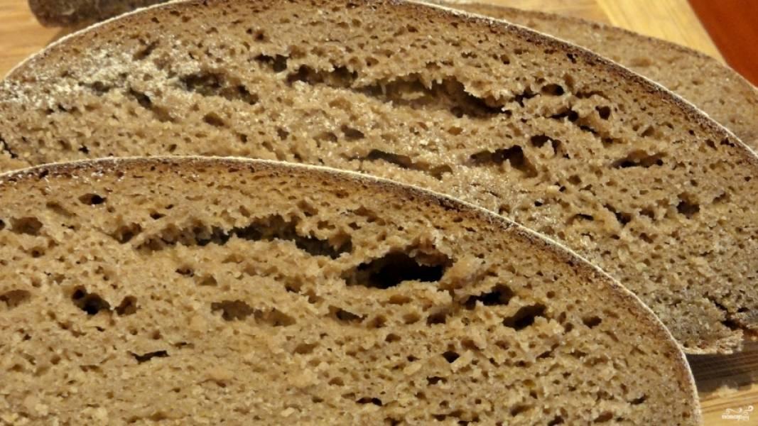 Готовый постный хлеб без дрожжей пускай остынет в духовке или укутайте его в полотенце на 15 минут. Подавайте, порезанным на тонкие ломтики. Приятного аппетита!