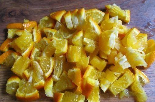 3. Также поступаем и с апельсинами, только не удираем кожуру.