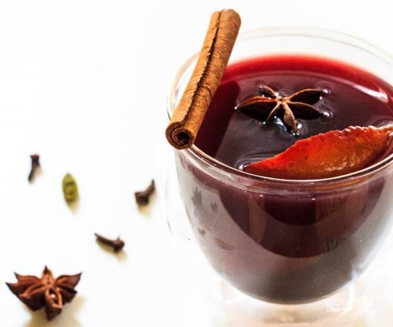 5.Разлейте напиток по стаканам и подавайте к столу, наслаждайтесь вкусным коктейлем.