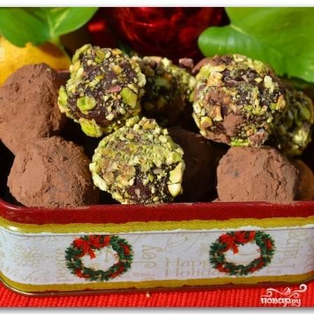 Собственно, шоколадные трюфели готовы! Храниться в холодильнике могут до 2-3 дней, однако очень сомневаюсь, что им удастся продержаться так долго :)