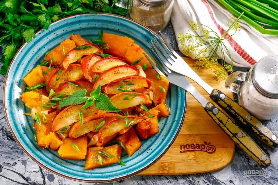 8. Выложите на тарелки и подайте к столу теплой.