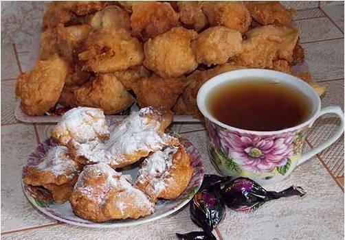 Готовое блюдо подаем к столу с сахарной пудрой.