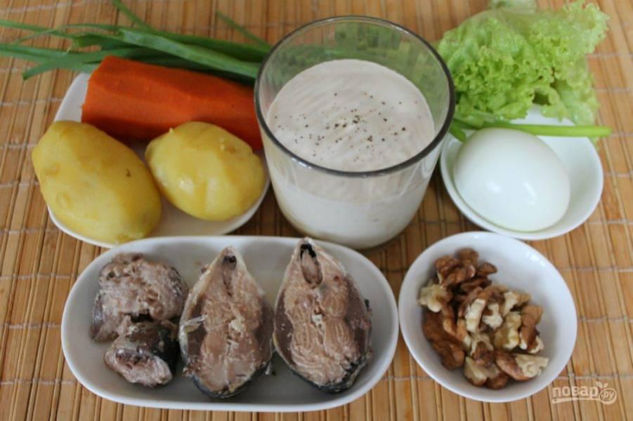 Подготовим ингредиенты. Картофель, морковь и яйца отвариваем заранее.