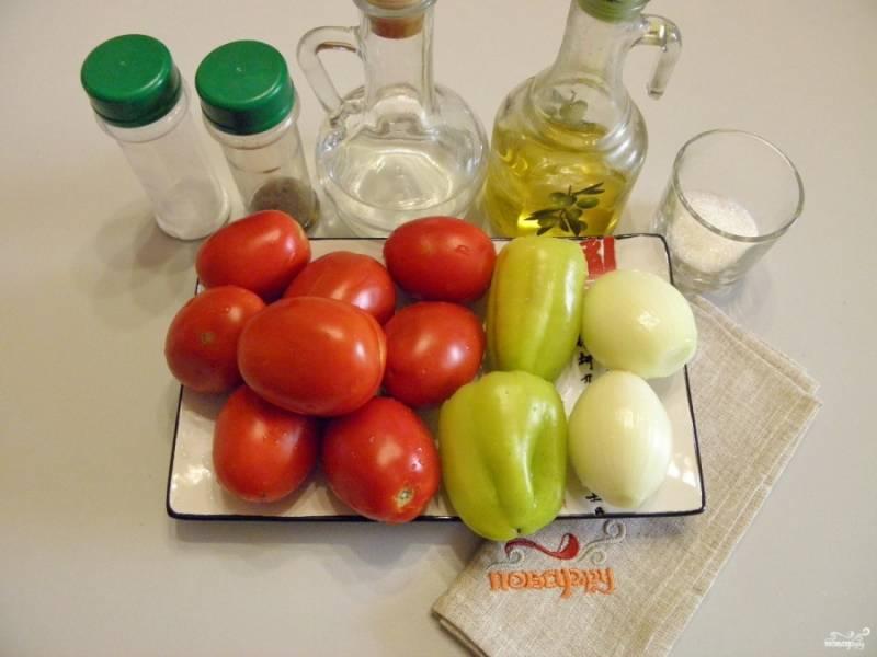 Подготовьте овощи для консервации, все хорошенько вымойте и очистите. Отмерьте масло, соль и сахар. Уксус понадобится в самом конце перед закаткой.