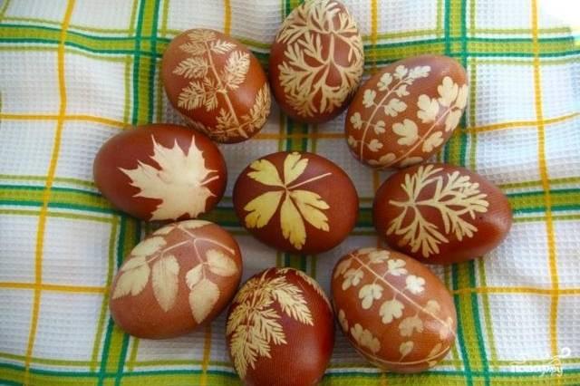 Пасхальные крашеные яйца