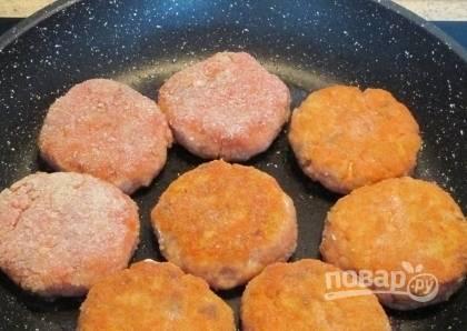 5. Обжариваем с обеих сторон до румяного цвета и выкладываем на блюдо.