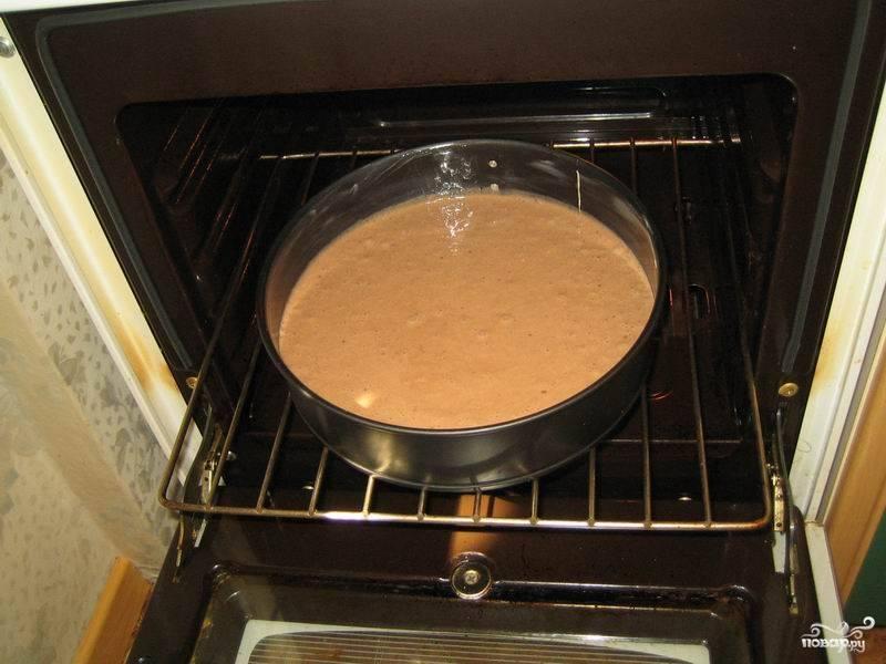 Отправьте в разогретую до 180 градусов духовку на 40-50 минут запекаться до готовности.