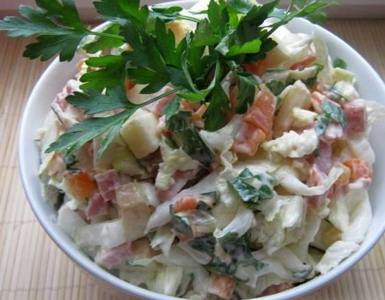 Тщательно перемешиваем салат, посолив по вкусу. Приятного аппетита!
