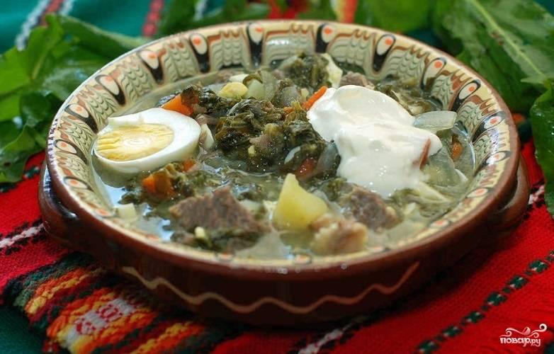 Дайте настояться супу в кастрюле 15 минут. Затем подавайте со сметаной. Приятного аппетита!