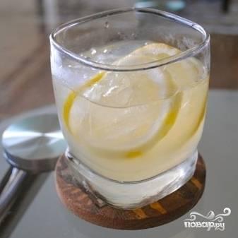 Перемешиваем и подаем с кубиками льда в охлажденном виде. Турецкий мятный лимонад готов!