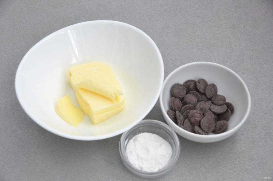 Для приготовления шоколадного крема потребуется 50 грамм размягченного сливочного масла, 30 грамм шоколада, 1 чайная ложка сахарной пудры, по желанию можно добавить ваниль.