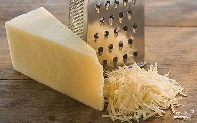 Сыр тереть на терке.