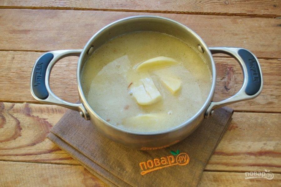 Варите до готовности. В летний период такой суп можно готовить с молодым картофелем.