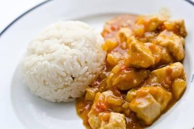 К столу наше блюдо подаем с рисом. Приятного аппетита!