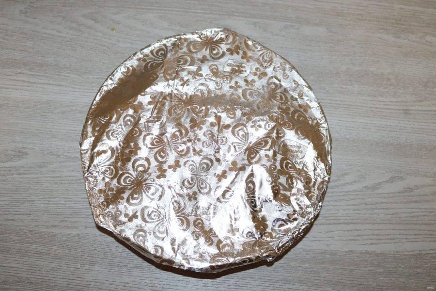 Форму для запекания накройте фольгой. Отправьте в разогретую духовку до 200 градусов на 40 минут.