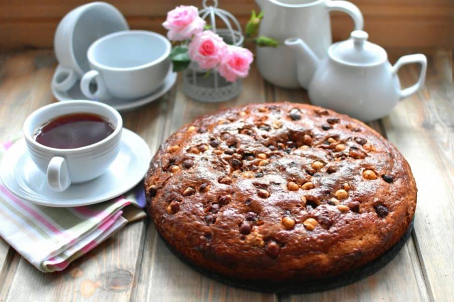 Дайте пирогу полностью остыть. Подавайте пирог к чаю или кофе.